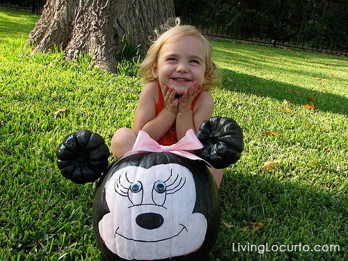 Cute Minnie Mouse Pumpkin! Fun and easy ideas for hosting a Halloween Pumpkin Painting party for kids! Free Printable Invitations. LivingLocurto.com