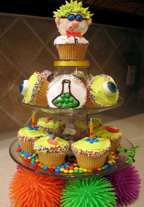 Science Theme Birthday Cakes http://www.livinglocurto.com/2009/01/mad-scientist-party-part-1/