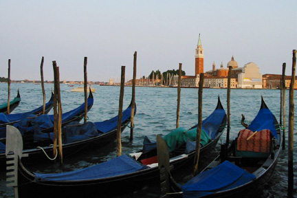 Trip to Italy. A photo recap and tips from the Locurto trip to Venice, Florence and Rome. Travel Blogger Tips