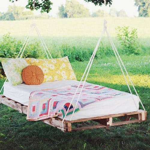 Diy pallet swing hanging bed.