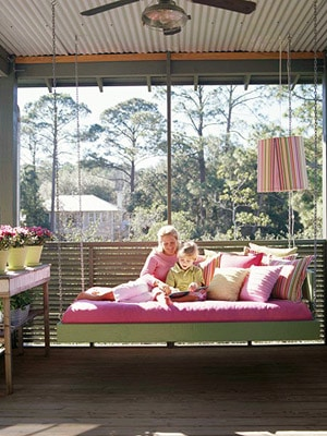 8 Beautiful Hanging Porch Beds | Living Locurto ~ A DIY Party ...