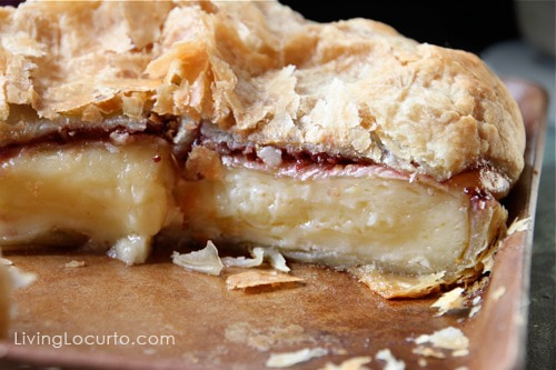 Baked Brie - Easy Appetizer Recipe LivingLocurto.com #recipe