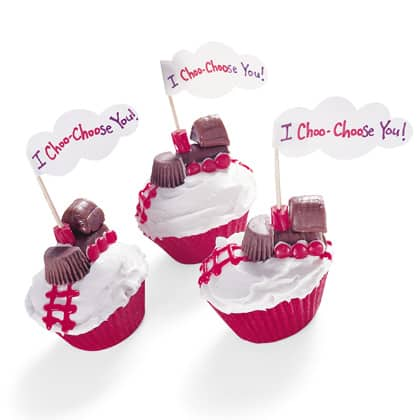 Valentine Craft Ideas on Valentine S Day Cupcake Ideas   Living Locurto   Free Party Printables