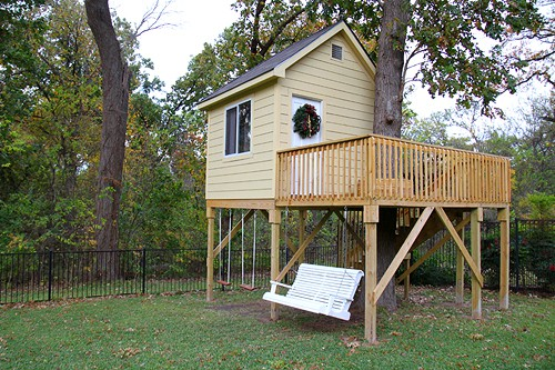 Christmas tree house for Easy to build tree houses