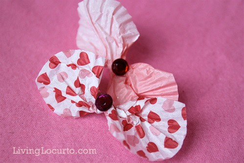 Stuck inside and bored? This fun family Valentine's Day Craft Challenge is a great game to bust the boredom. Living Locurto Valentines Day Craft Ideas. Livinglocurto.com