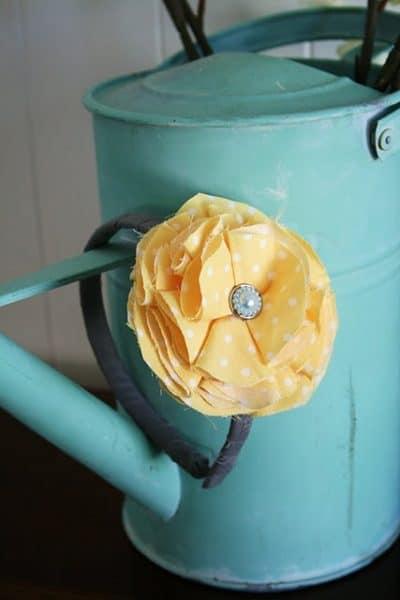 How to Make Fabric Flower Headband - 7 Easy No Sew Fabric Flower Tutorials featured on Living Locurto