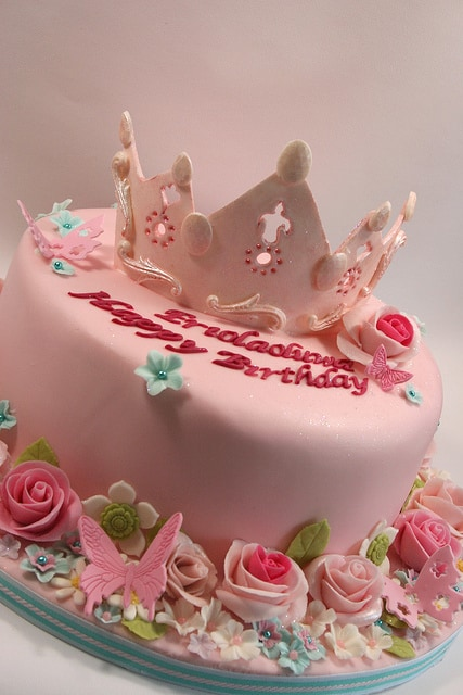 Easy Tiara On Birthday Cake