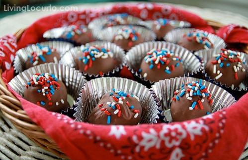 4th of July Cake Pops are a sweet and easy no bake red, white and blue treat to make this summer!Easy party dessert recipe.
