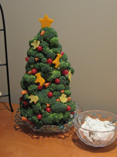 10 Creative Vegetable Trays - Christmas tree vegetable tray platter. Cute Holiday Party Veggie Tray