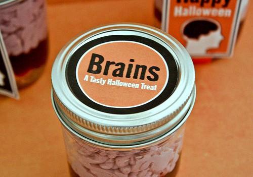 Dia das Bruxas Receita de Brains em Treat Jar