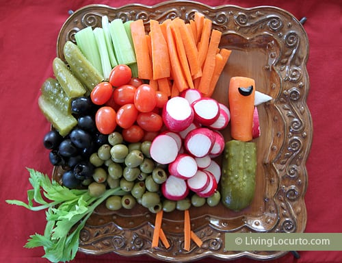 Make a Turkey Vegetable Tray for Thanksgiving! Such a fun food idea by Amy at LivingLocurto.com