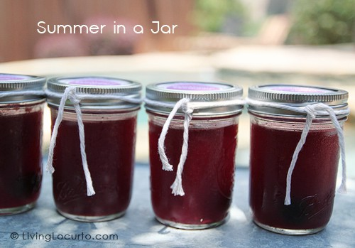 Drinks in a jar. Yummy Blackberry #Margarita recipe and FREE Printable tags by Amy at LivingLocurto.com