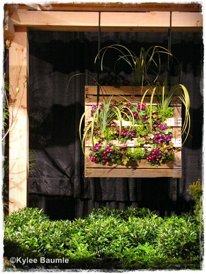 12 Ideas for Turning a Pallet in a Flower Garden - Living Locurto
