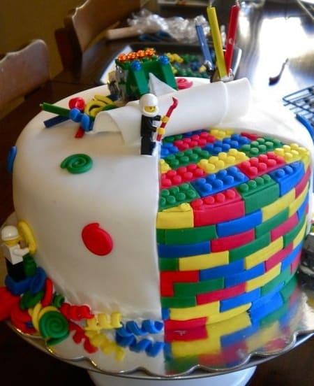 Amazing Lego Cake | Living Locurto