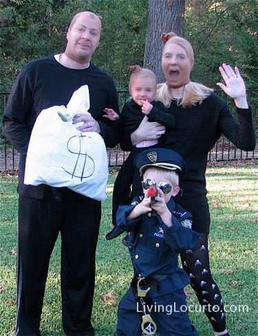 hilarious cops robbers family halloween costume by amy at livinglocurtocom