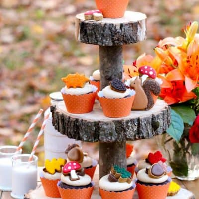 Fall Cupcakes & Wooden Cake Stand