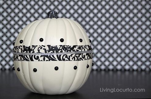 Easy Halloween Pumpkin Centerpiece | Fall Craft Idea | Black and White Damask | Kids Activities | LivingLocurto.com