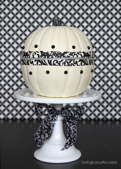 Easy Halloween Pumpkin Centerpiece | Fall Craft Idea | Black and White Damask | Kids Activities | LivingLocurto.com
