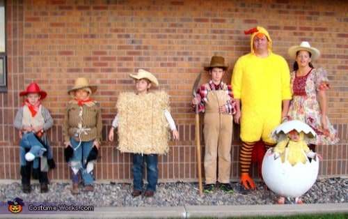 Family Halloween Costumes - Farmer and chickens