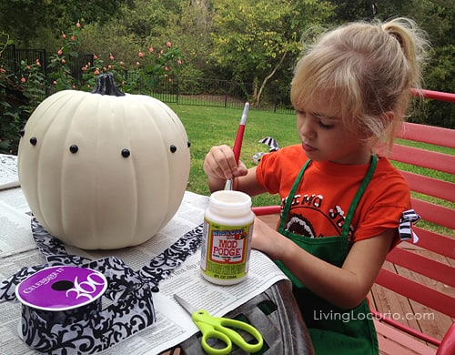 Easy Halloween Craft Pumpkin with Black and White Damask Ribbon by LivingLocurto.com