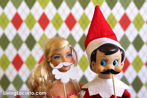 Elf Photo Booth with Fun Printable Mini Photo Props! LivingLocurto.com