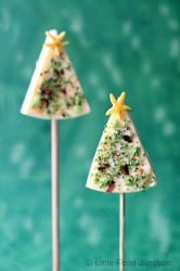 Christmas Tree Cheese Pops - 25 Amazing Christmas Party Appetizer Recipes! Fun Food Ideas and more for a Holiday Party. LivingLocurto.com