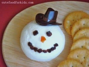 Snowman Cheeseball - 25 Amazing Christmas Party Appetizer Recipes! Fun Food Ideas and more for a Holiday Party. LivingLocurto.com