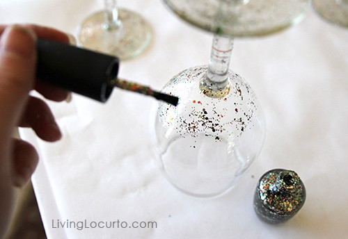 Paint Glasses Frames Nail Polish : DIY Glitter Wine Glass {Easy Craft Tutorial}