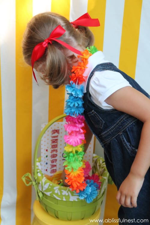 1st Day of School Photo Ideas. Free Printable Signs & Photo Booth by A Blissful Nest via LivingLocurto.com