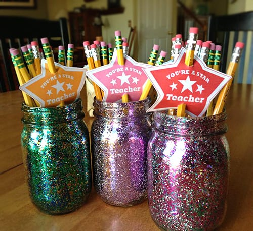 DIY Teacher Gift Idea in a Jar Craft with Free Printable Tags. LivingLocurto.com #freeprintables