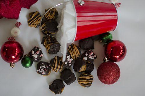 Chocolate Pecan Turtles - A fast and easy recipe! Livinglocurto.com