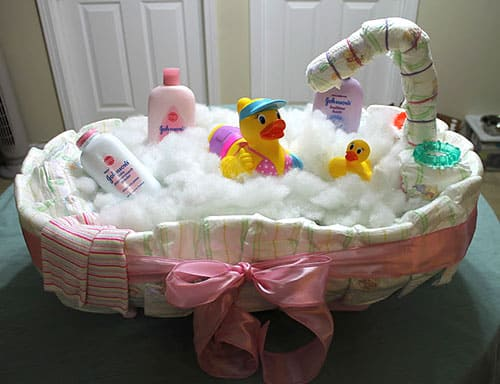 Baby Bath Tub Diaper Cake Tutorial. 15 Creative Diaper Cakes. Amazing Baby Shower Party Ideas, crafts and homemade gifts.