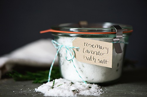 Rosemary Lavender Bath Salt - DIY Gift Idea. By Juniper & Dash at LivingLocurto.com