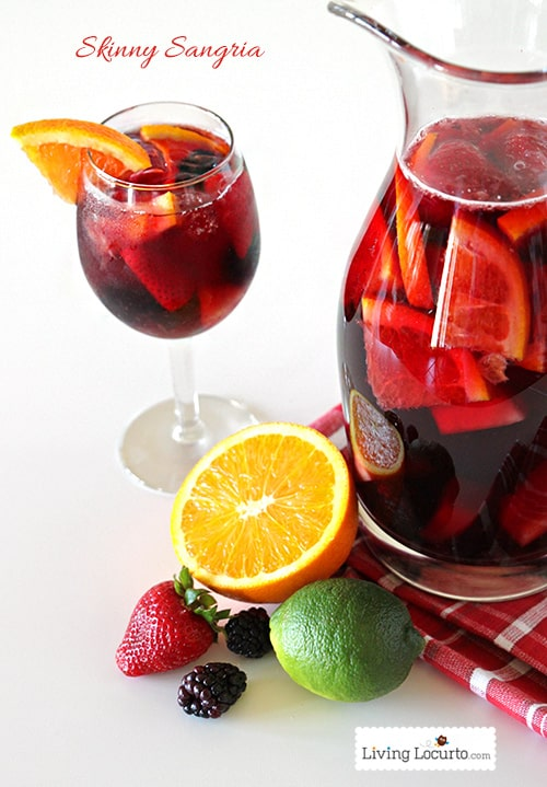Delicious and Easy Skinny Sangria Cocktail Recipe! The perfect low calorie cocktail for a party! This skinny Sangria drink recipe is easy, delicious and refreshing. LivingLocurto.com