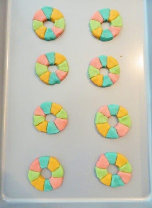 Easy Rainbow Life Preserver Cookies. Cute Mini Pool Floats with Teddy Grahams! Summer Pool Party Ideas. LivingLocurto.com