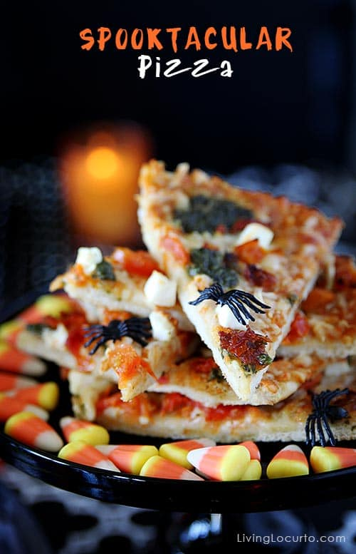 Simple Halloween Party Ideas with fun Free Printables! Love this pizza. LivingLocurto.com