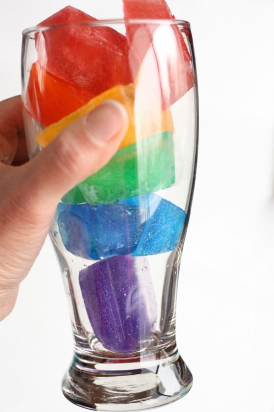 Creative Rainbow Ice Cubes! Simple and easy ways to serve your favorite drinks or party punch.