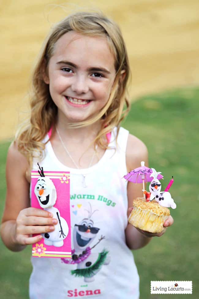 Disney Frozen Summer Birthday Party Ideas! Disney's Olaf finally gets to enjoy the beach at a Luau. Fun food ideas, cupcakes, printables and games for the beach or a pool party. LivingLocurto.com