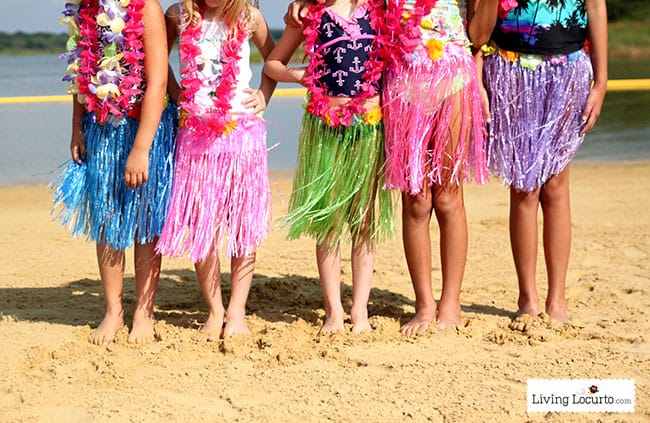Fun ideas for a Disney's Frozen Summer Birthday Party. Disney's Olaf finally gets to enjoy the beach at a Luau. Fun food ideas, cupcakes, printables and games for the beach, luau or a pool party. LivingLocurto.com