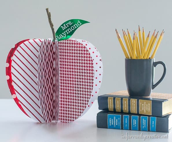 paper apple centerpiece - Cute Teacher idea or Fall Party Idea!