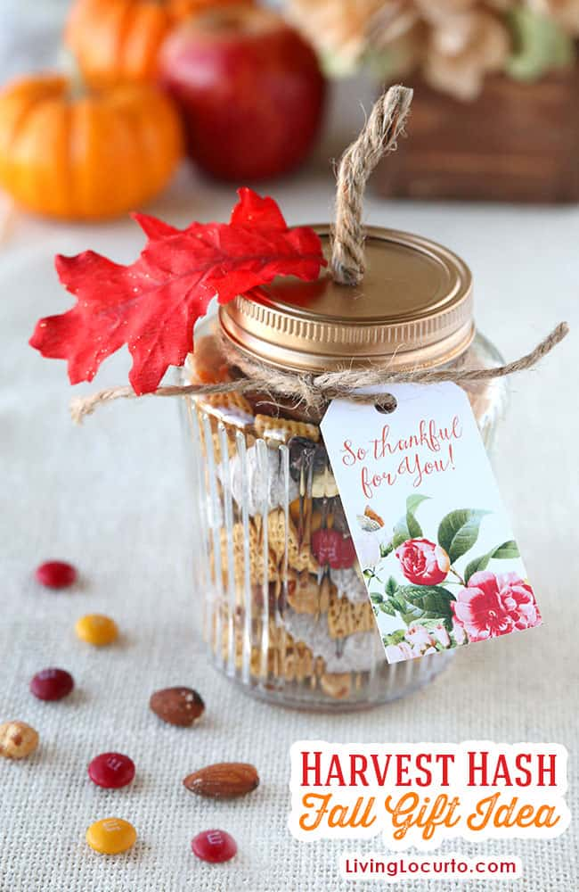 Harvest Hash Trail Mix Recipe and DIY Pumpkin Mason Jars. Cute Free Printables for DIY Fall Gift or Thanksgiving Party Favor. by @livinglocurto