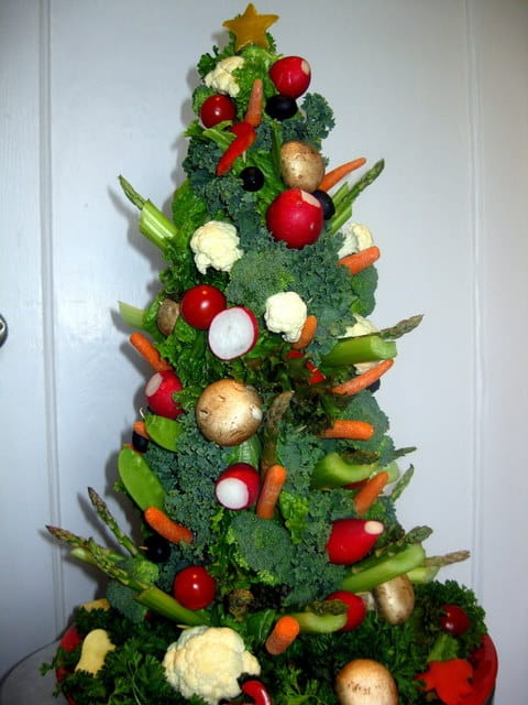 Veggie Christmas Tree Shaped Appetizers perfect for a Holiday Party!