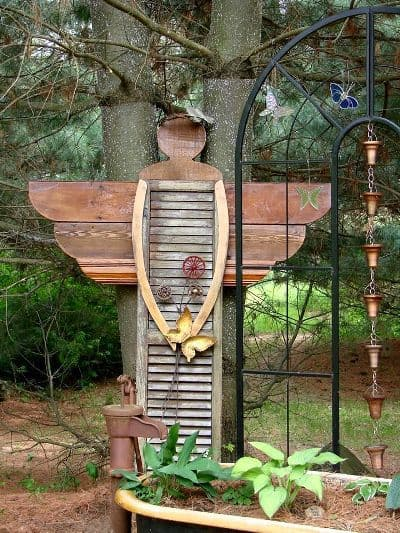 Diy yard art and garden ideas homemade outdoor crafts diy garden angel made from old shutter creative ways to add color and joy to solutioingenieria Images