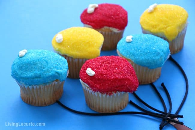 How to make the cutest Curious George Balloon Cupcakes! Click to get the recipe directions and free printable monkey to prepare this adorable party idea for your birthday or school class party table. Cute fun food Curious George party idea for kids! LivingLocurto.com