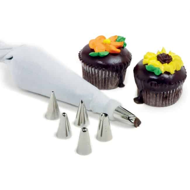 Cake Decorating Set - Great for making Perfect cupcakes!
