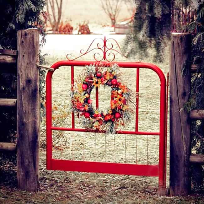Beautiful backyard garden inspiration for your home! Creative gates for a gorgeous entryway into a yard or flower garden. Lovely tour of homes.