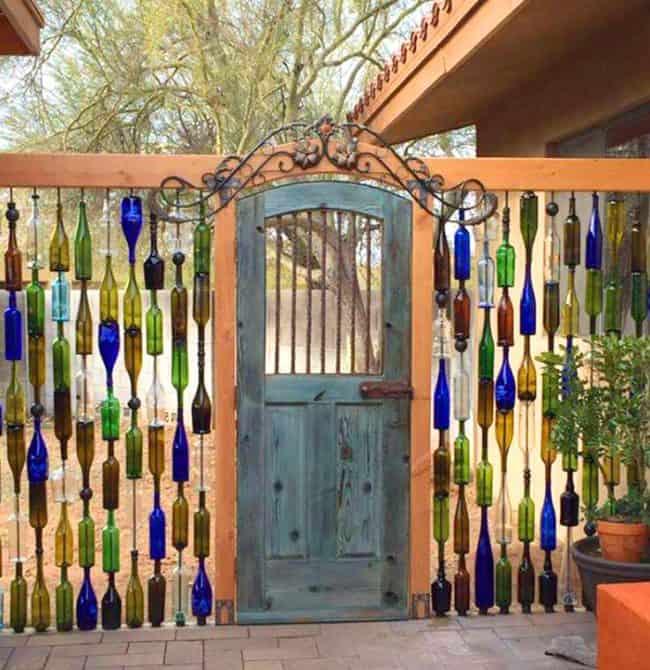 DIY Wine Bottle Wall Fence. Beautiful backyard garden inspiration for ...