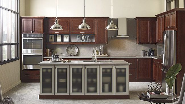 dark modern kitchen cabinets - How to choose the perfect kitchen cabinets! Whether you are choosing to upgrade a few things or remodeling your kitchen, these handy tips and kitchen cabinet ideas will help to get you started! LivingLocurto.com