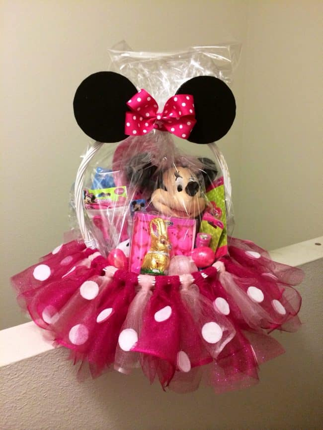 minnie mouse basket with tulle - The Ultimate List of Minnie Mouse Craft Ideas! Party Ideas, DIY Crafts and Disney themed fun food recipes.