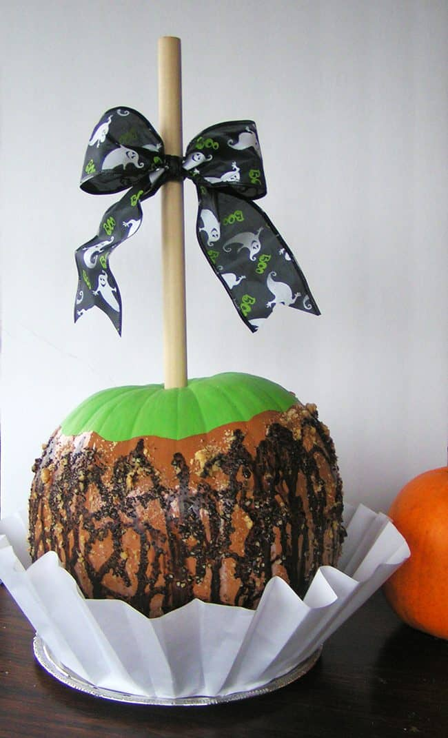 Make a Caramel Apple Painted Pumpkin for a sweet Halloween centerpiece!